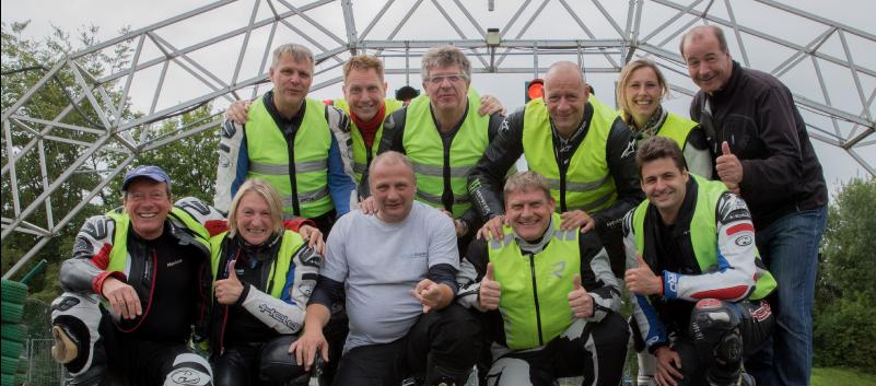Josef Severin mit seinem Moto-Team